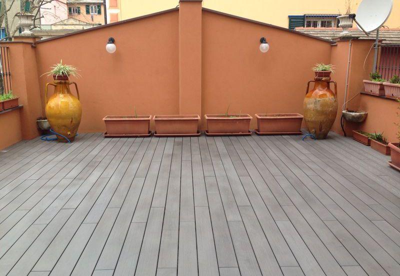 Pergotenda pergole bioclimatiche gazebo grigliati in for Pavimenti per esterni in legno